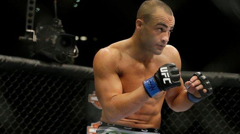Eddie Alvarez fights against Donald Cerrone at