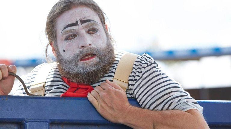Zach Galifianakis plays a rodeo clown on