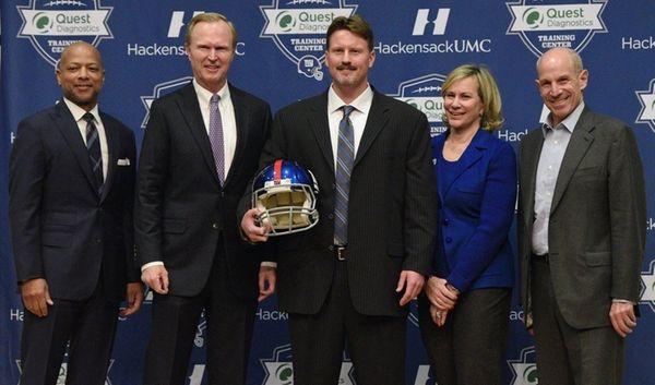 New York Giants head coach Ben McAdoo, center,