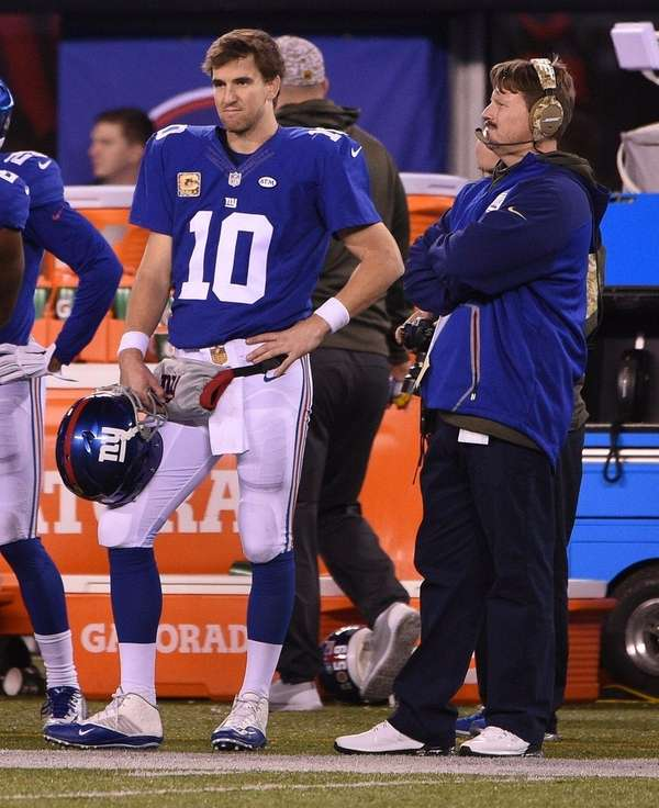 New York Giants quarterback Eli Manning (10)