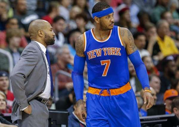 New York Knicks forward Carmelo Anthony (R)