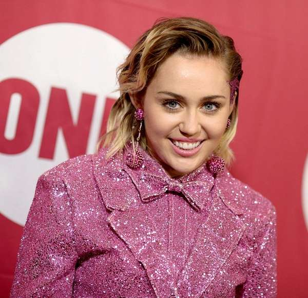 Miley Cyrus attends the ONE Campaign and (RED)s