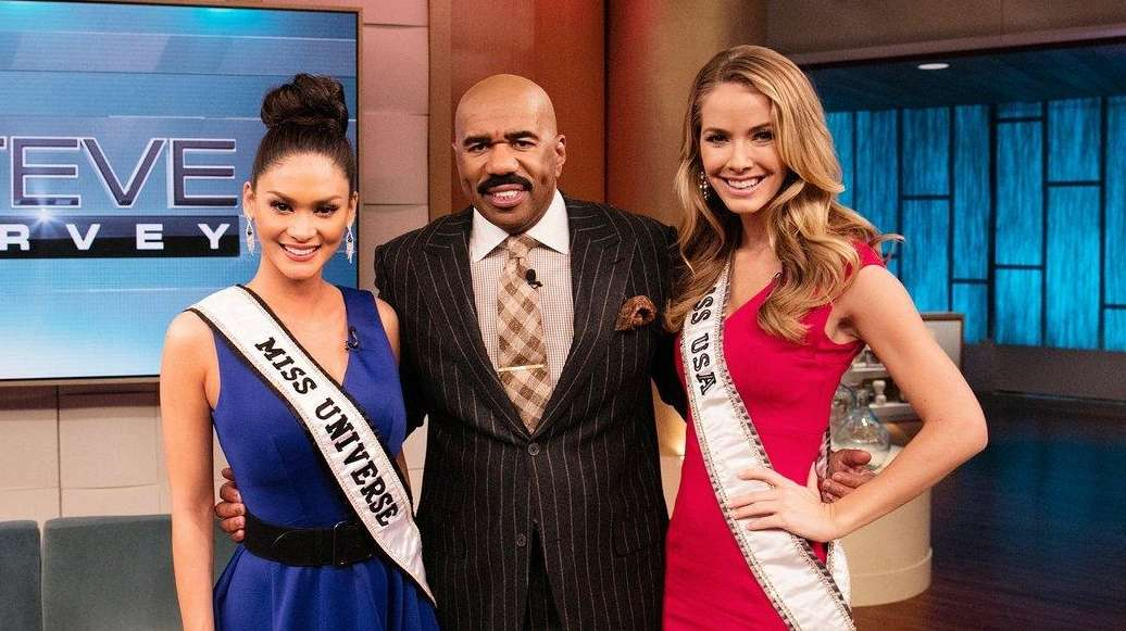 From left, Miss Universe Pia Wurtzbach, Steve Harvey,