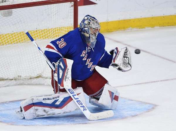 New York Rangers goalie Henrik Lundqvist makes a