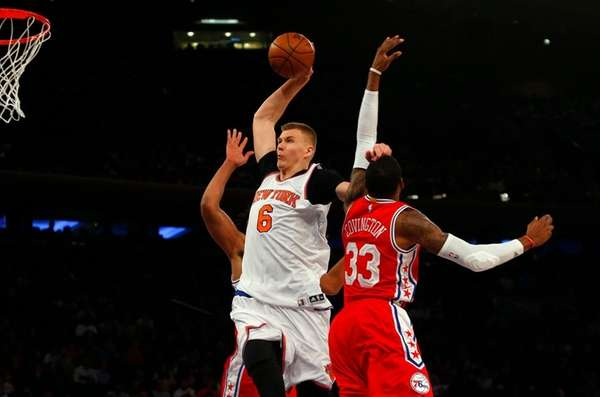 Kristaps Porzingis of the New York Knicks goes
