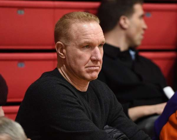 mullin single girls But one of the four coaches who knocked off the top-seeded wildcats — st john's chris mullin and doesn't have a single notre dame women.
