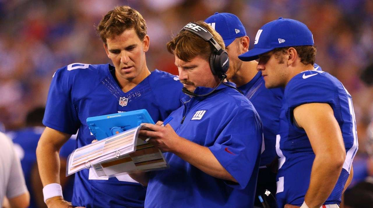 New York Giants quarterback Eli Manning (10) and