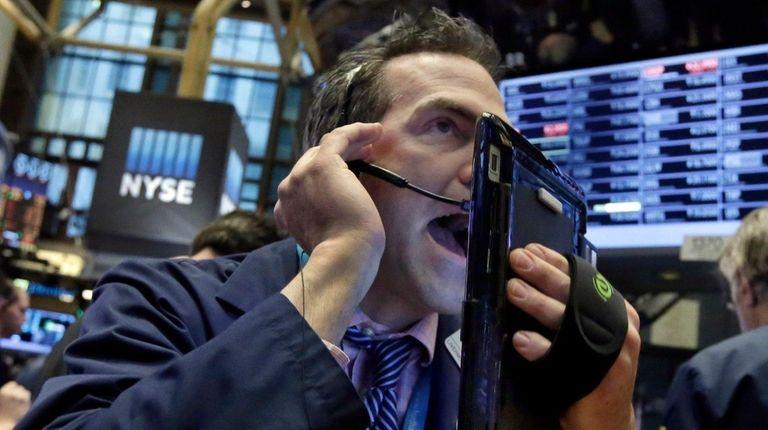 Stocks fell Wednesday, Jan. 20, 2016, as oil