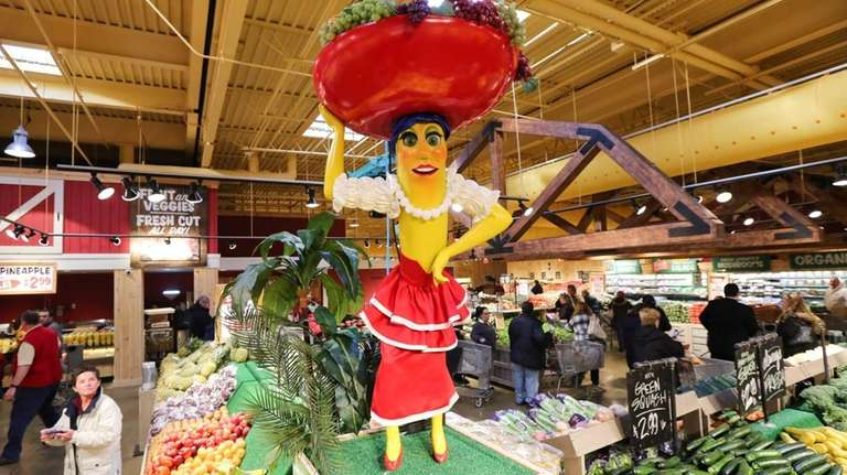 An animatronic Chiquita Banana greets customers in the