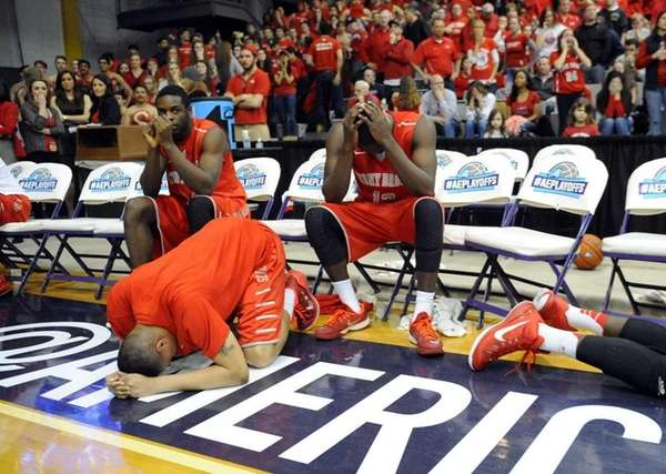 Stony Brook players react to a 51-50 loss