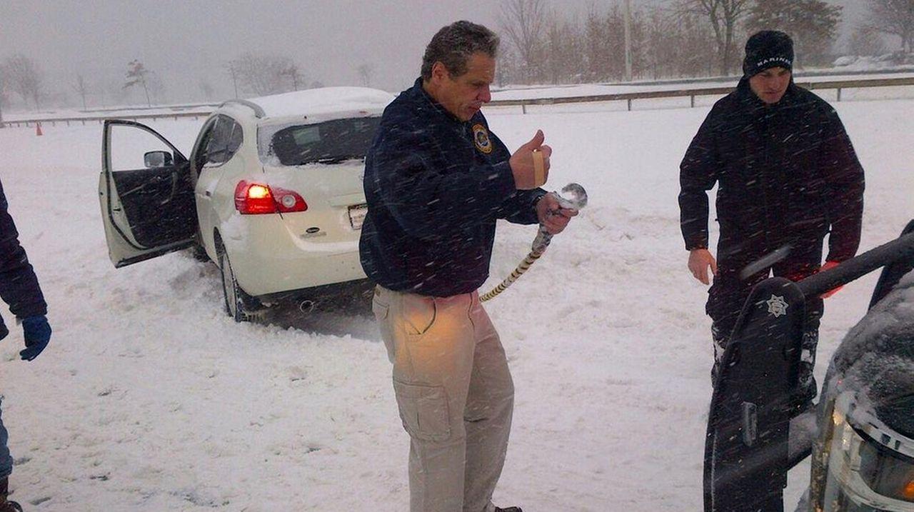 New York Gov. Andrew Cuomo helped a stranded