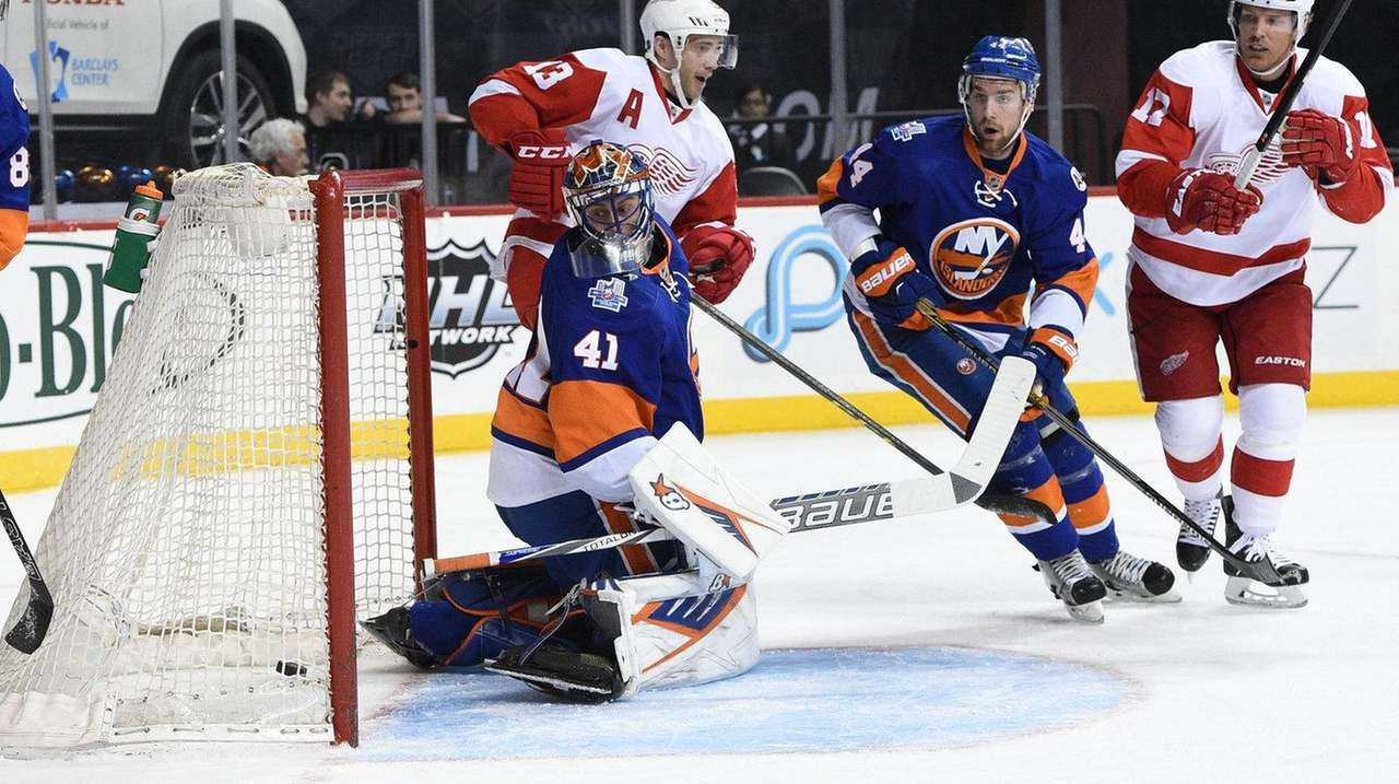 Islanders goalie Jaroslav Halak allows goal to Red