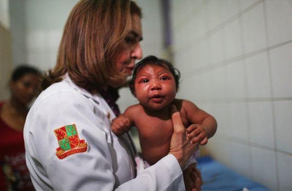 Dr. Angela Rocha, pediatric infectologist at Oswaldo Cruz