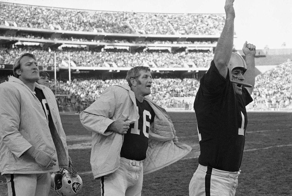 Mike Eischeid, Oakland Raiders/Minnesota Vikings (II, VII, IX;