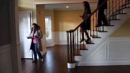 Prospective home buyer Sarah Jafri of Hicksville, left,