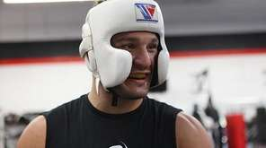 Gian Villante prepares to spar with UFC
