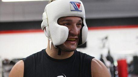 Gian Villante prepares to spar with UFC