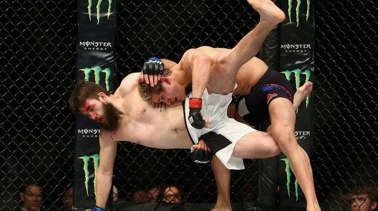 Sage Northcutt takes down Bryan Barberena in