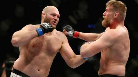 From left, Ben Rothwell exchanges punches with
