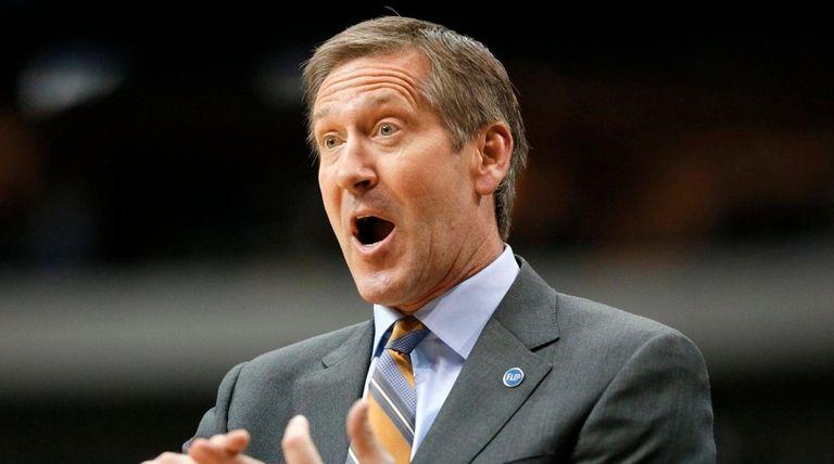 Phoenix Suns head coach Jeff Hornacek gestures