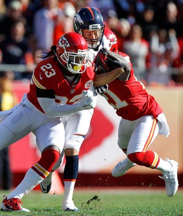 Denver Broncos wide receiver Brandon Stokley, center,