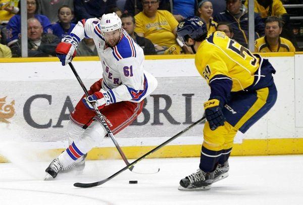 New York Rangers left wing Rick Nash (61)