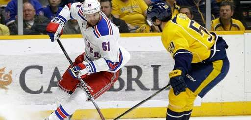 New York Rangers left wing Rick Nash (61)