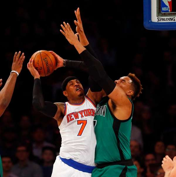 Knicks' Carmelo Anthony, who fouled out after missing