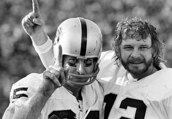 Oakland Raiders receiver Fred Biletnikoff, left, and quarterback
