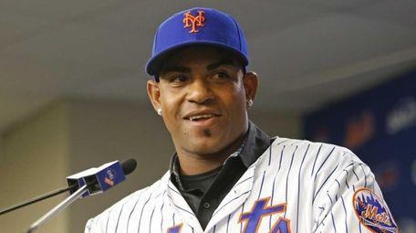 New York Mets outfielder Yoenis Cespedes speaks during
