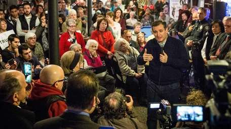 GOFFSTOWN, NH - FEBRUARY 03: Republican presidential hopeful
