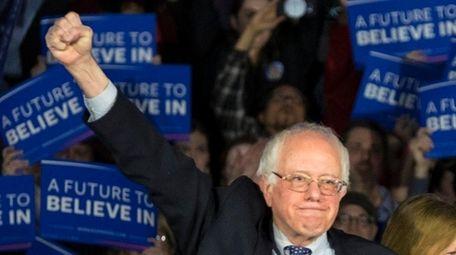 Democratic presidential candidate Sen. Bernie Sanders and wife