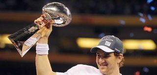 Eli Manning holds aloft the VInce Lombardi Trophy