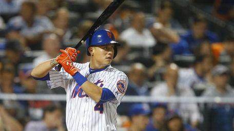 New York Mets shortstop Wilmer Flores waits for
