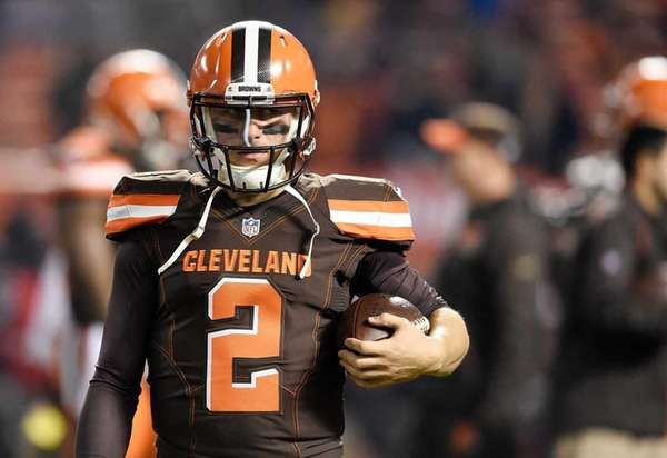 Johnny Manziel of the Cleveland Browns warms