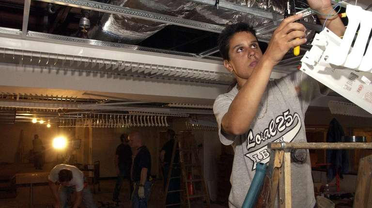 Electrician Carrie Reyes is one of several hundred