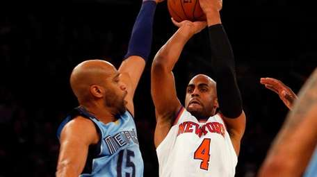 Arron Afflalo of the New York Knicks puts