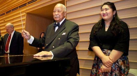 Ex-Mayor David Dinkins and pianist Jiaxin Tian prepare