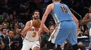 Knicks guard Jose Calderon shoots against Denver Nuggets