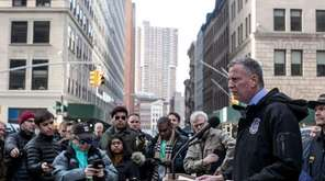 New York Mayor Bill de Blasio announces new