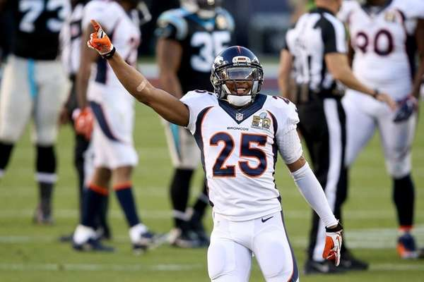 Chris Harris Jr. #25 of the Denver