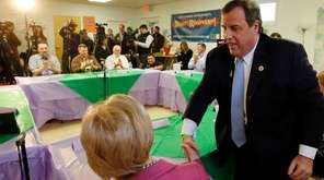 Republican presidential candidate Gov. Chris Christie shakes hands
