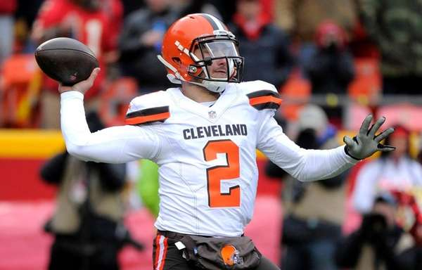 Cleveland Browns quarterback Johnny Manziel throws during