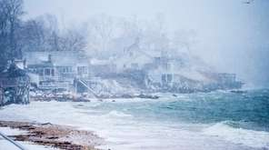 Homes near Southold Town Beach in Southold experience