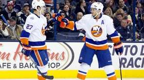 New York Islanders' Anders Lee, left, and Kyle