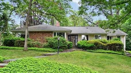 Starter ; $898,000 ; Buying In Roslyn EstatesDouglas