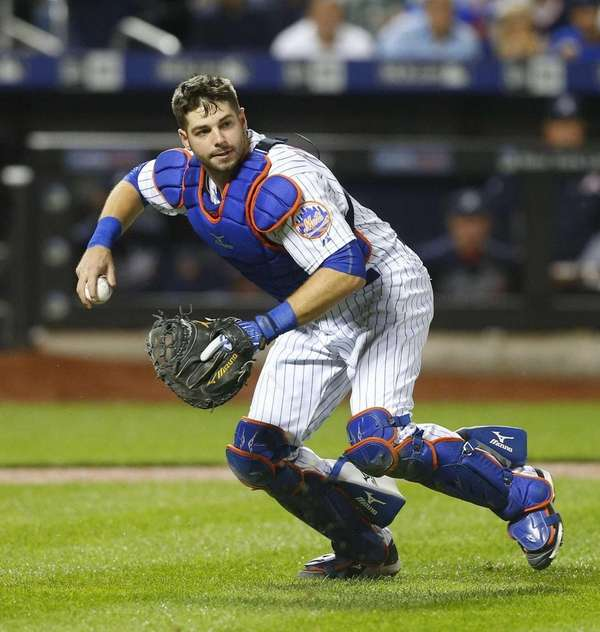 Kevin Plawecki of the New York Mets throws