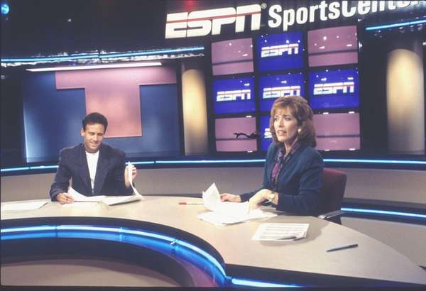 SportsCenter anchors Karl Ravech and Linda Cohn are