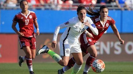 Carli Lloyd of USA scrambles for the ball