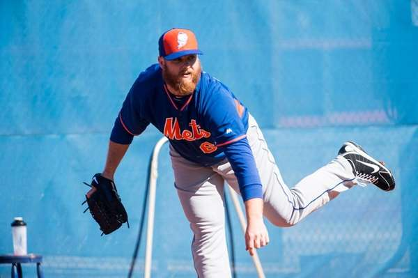 Mets pitcher Josh Edgin throws during a